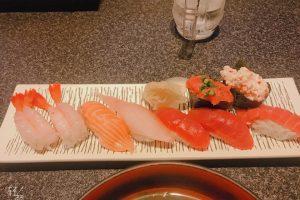 7gnkjyXbSP0oBTUHxfg l 300x200 - 帰りにお寿司、幸せ